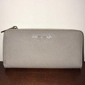 Michael Kors Zip Up Gray Wallet Great Condition